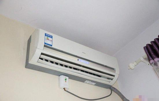 夏天空调温度多少合适,国家建议空调温度,夏天空调建议温度,空调建议温度,国家规定空调温度标准,室内空调温度多少合适,夏天室内空调温度多少合适,空调睡觉温度多少合适,夜间空调温度多少合适最佳答案: 空调夏天制冷降温室内机设定温度以26度或以上为佳。 空调室内机设定温度越低,空调连续运转时间越长,房间内温度越低,房间内外温度差越大,冷量损失越大,.